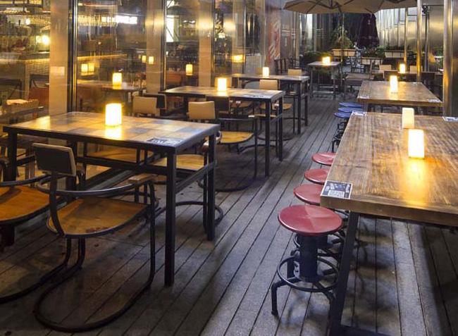 品森家具与海岸城小龙虾火锅桌椅定制案例