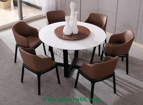 北欧实木餐桌1