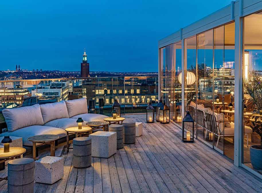 天台休闲餐厅的户外桌椅