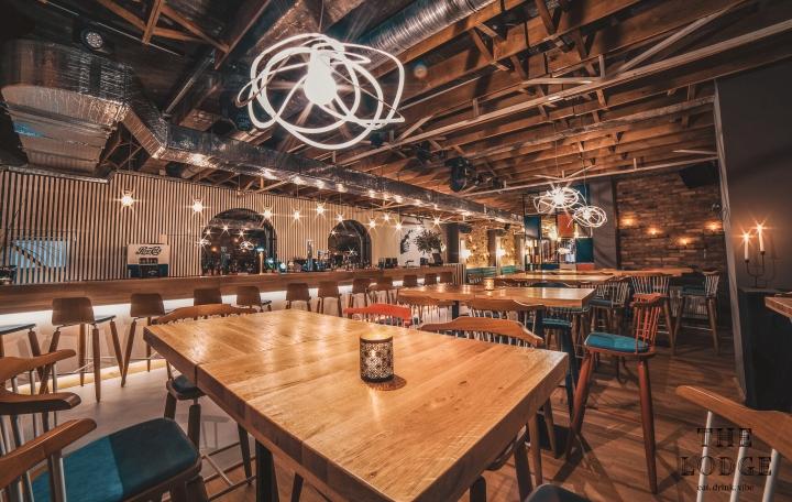 美国复古风格的罗马尼亚小屋餐厅家具定制方案