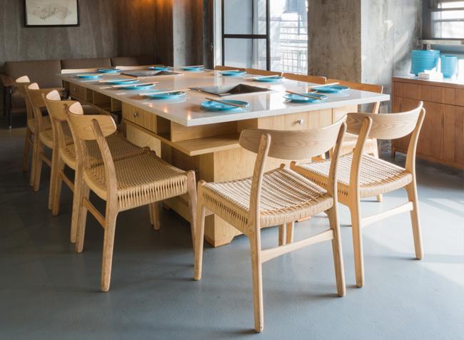 www.348365365.com与上鱼河鲜火锅桌椅定制案例