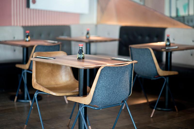 重庆嫩绿茶艺咖啡厅餐桌餐椅定制设计欣赏
