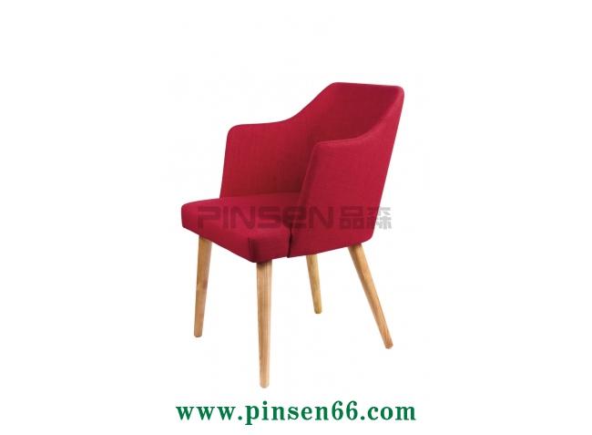 实木红色软布包咖啡厅餐桌椅