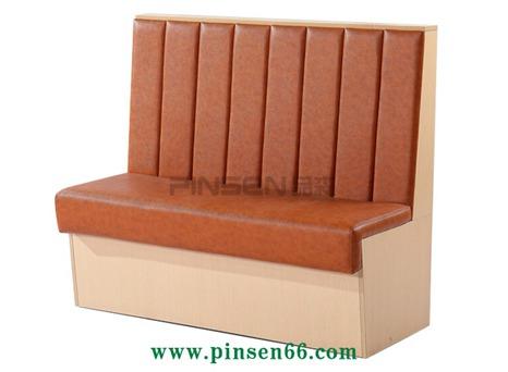 实木棕色竖条状软包火锅卡座沙发餐桌椅